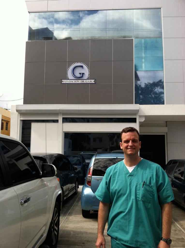 Dr. Rider at Fundacion Dr. Garg
